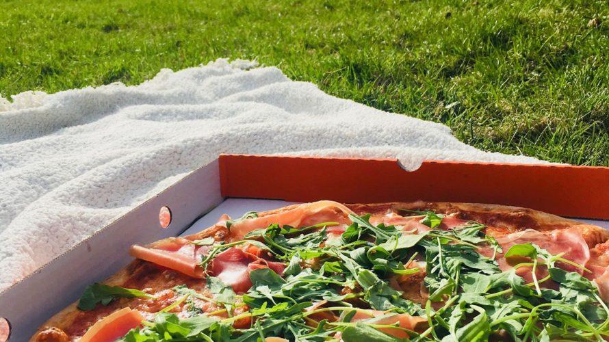 オスロでテイクアウト! Pzza Pancettaのピザでピクニック。